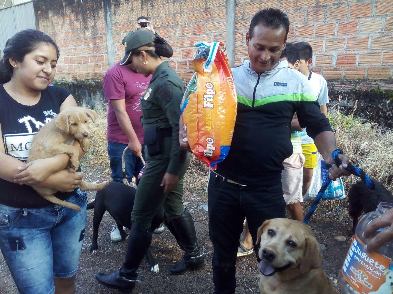 Entrega de donaciones a familias en Mocoa, Julio de 2017